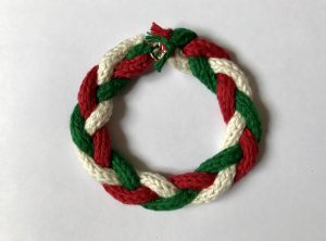 Making a wreath ornament