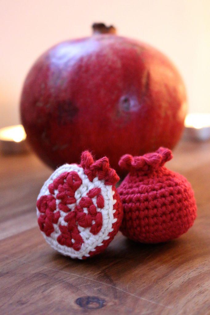Crochet Pomegranates Free Pattern | stellasyarnuniverse.com