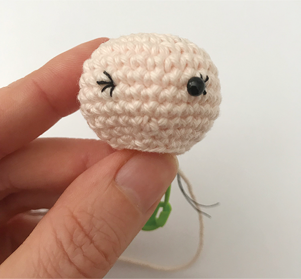 Embroidering eyelashes to your crochet doll | stellasyarnuniverse.com