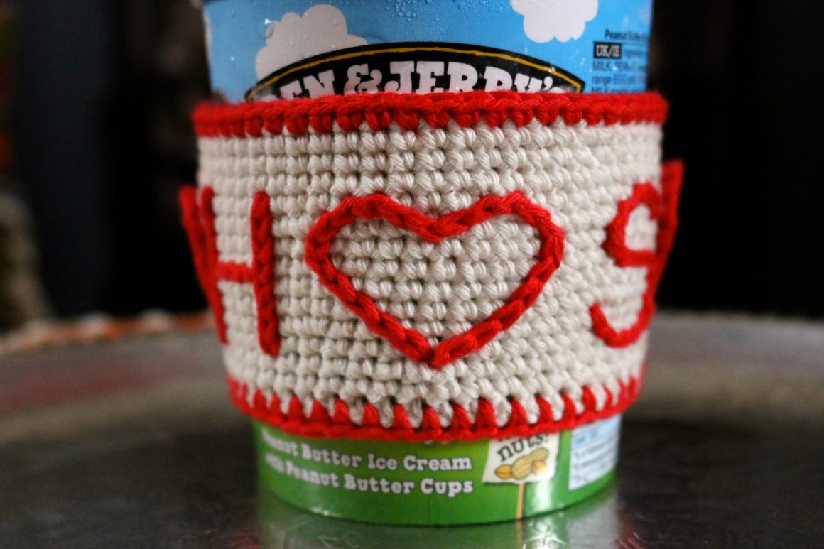 Valentine's Day Crochet Gift Ideas | Ice Cream Sleeve Free Crochet Tutorial | stellasyarnuniverse.com