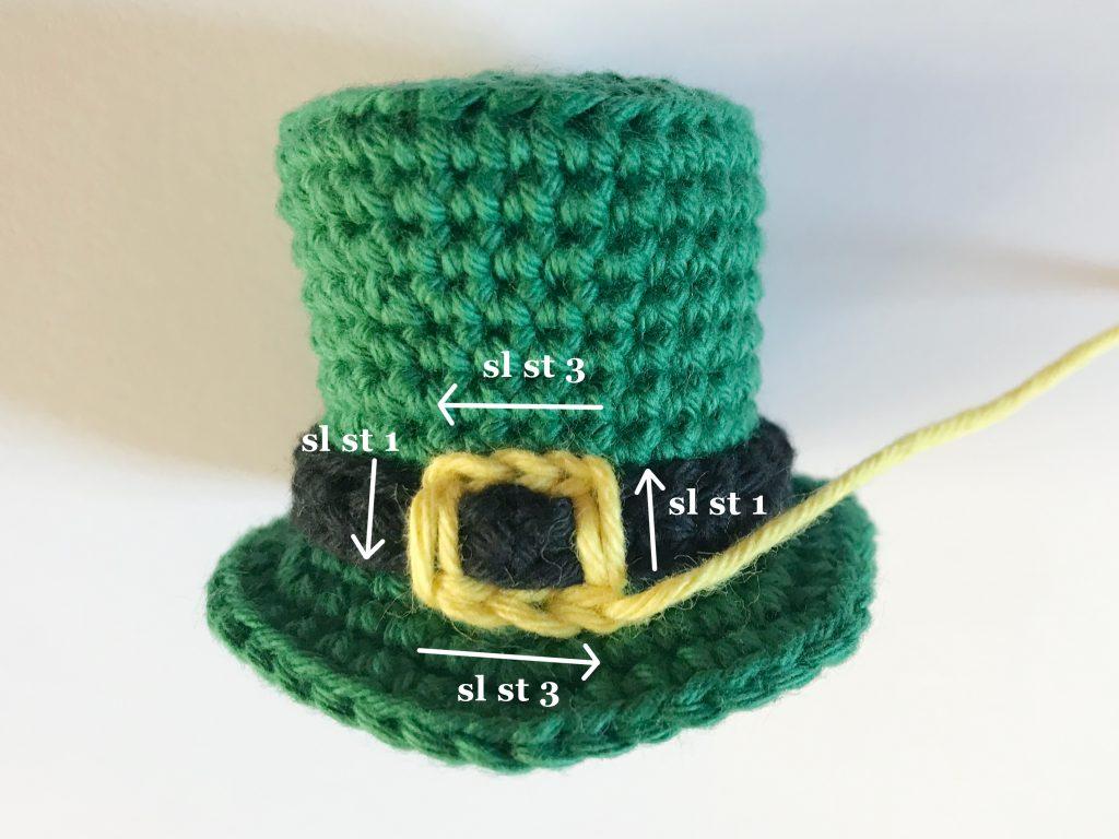 Crocheting a leprechaun hat | stellasyarnuniverse.com