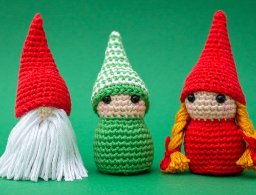 Little gnomes free crochet pattern | Christmas Amigurumi patterns | stellasyarnuniverse.com